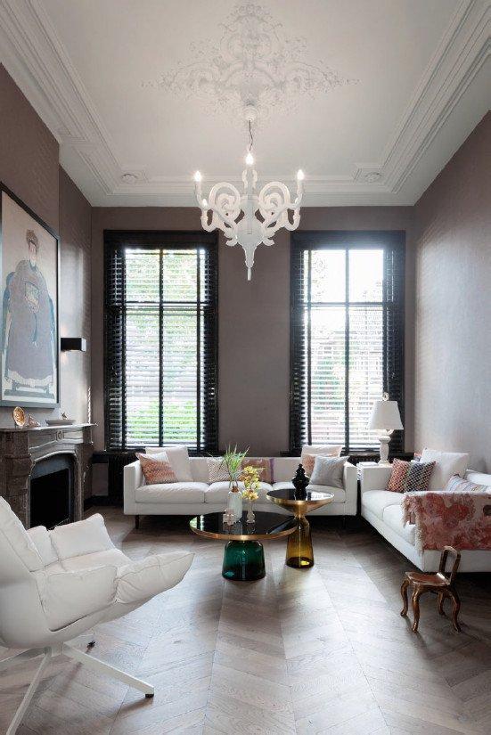 Visgraat vloeren in een klassiek interieur.