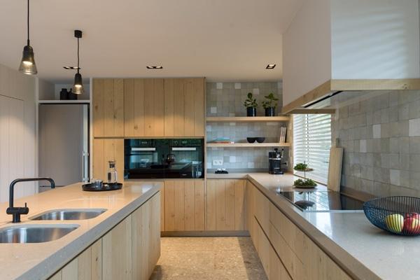 Dit is een voorbeeld van een modern landelijk interieur in de keuken.