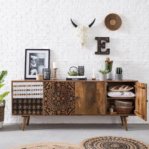 Mix oude en nieuwe meubels in je bohemian interieur.